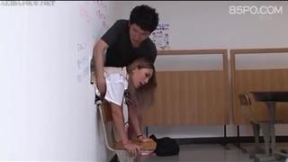 日本學生被人X,這麼多人享用一個人,我也要