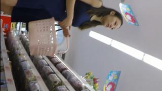 [啪啪啪偷拍!]賢慧少女來超市買菜 好想看她今天穿甚麼內褲 2