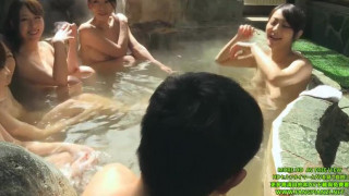 SW-343.ママ友達の温泉旅行。母親以外は全員ボイン混浴したらギン勃ちしちゃいました。僕の成長したチ○ポにママ友達が群がりオモチャにされて超キモチイイ!