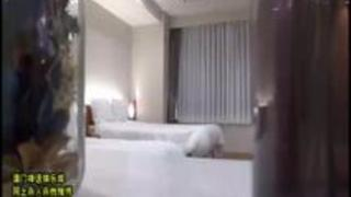 【美少女エロ動画】「誰か来るよぉ~」完全オフモードのAV嬢に事前告知なしで肉棒をぶっ挿す!