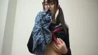 むっつりスケベなめがねっ娘 9 真面目な少女が眼鏡を外すとき… ゆうり 浅田結梨 パンティと生写真付き
