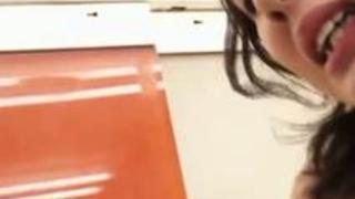【吉川あいみ】人気の無い店の中で生チ○コをハメまくる3Pセックス!?スレンダーなのに巨乳なエロすぎるカラダが突く度に揺れてエロすぎなんだがww