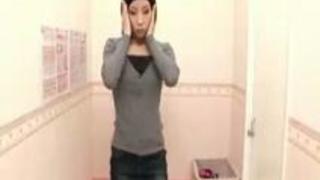 【盗撮動画】スレンダーな超美人素人OLちゃんがランジェリーショップで美乳もアソコも露出して試着してる所を見上げるようなローアングルカメラで盗撮!w