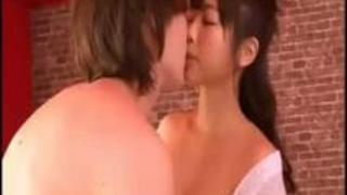 『いっぱい出たねっ♡』透明感バツグンの童顔に初ザーメンショット!プニプニおっぱいとイチャラブ性交!