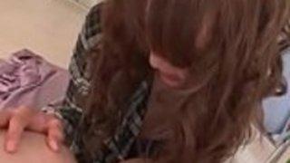 日本のAVモデル葉山淳子は、男のために彼女の猫ジュースを吐くのが大好きです。