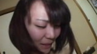 本物の日本のアマチュアレズビアンの自己撮影温泉