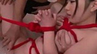 女の子日本のポルノ7960の男性のグループ