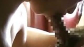 巨乳日本の女子高生は、年上の男をファック