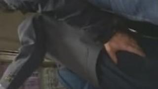 エレベーターでバスオタクと犯された女子高生