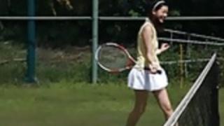 足立梨花 - テニス