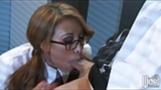 ウィキッド - エッチなアジアの赤毛ジェイデン乗りの彼女の上司のディック
