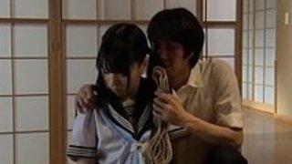 ボンデージでファックされた日本の女子高生