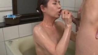 【六十路】熟女淫乱還暦ババアとお風呂でエロいことを・・・尻にシミがあるババアが巨チンを丁寧に洗いっこwwババアの喜び表情がヤバいww