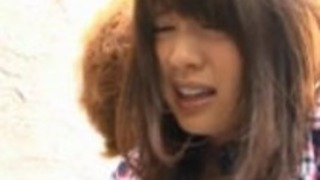 遥伊藤は、公共の場でセックスを持っています