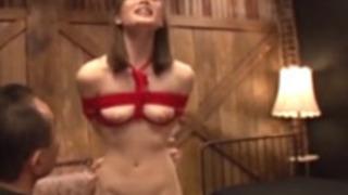 ローターで敏感に感じる美人娘【鈴村あいり】ツンツンの乳首がエロイ