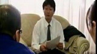 Datingsolo.com  - 日本の親は家主に家賃を支払う娘を見守ることを余儀なくされた