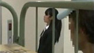 Pornallday.com  - エレベーターで陳列隊員に怒られた日本人女性