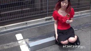 石井玲子 おばさんぽ ~赤一色!ヤクマンみたいな熟女~ 1